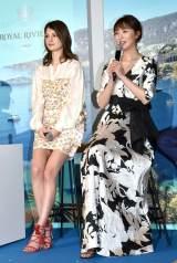 高級シャンパン『ROYAL RIVIERA』の日本上陸発表会に応援ゲストとして参加した(左から)マギー、おのののか (C)ORICON NewS inc.