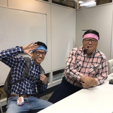 前田日明氏(右)が朝倉海選手の動画でメイド喫茶を初体験(写真は前田日明氏公式ツイッターより)