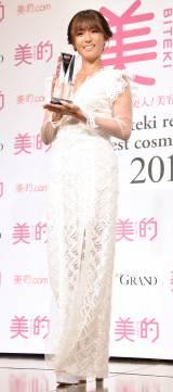『2019 美的ベストコスメ大賞』発表贈呈式に出席した深田恭子 (C)ORICON NewS inc.