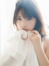 与田祐希写真集『無口な時間』通常版表紙カット