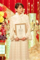 『第43回日本アカデミー賞』新人賞を受賞した吉岡里帆 (C)日本アカデミー賞協会