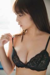 与田祐希写真集『無口な時間』誌面カット