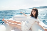 イタリアで撮影された与田祐希2nd写真集『無口な時間』=小型ボートで地中海の絶景ポイントに向かう
