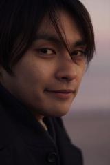 """柳楽優弥アニバーサリーブック『やぎら本』(SDP)より。至近距離で撮影した""""恋人目線""""カット"""