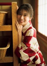 『週刊ヤングマガジン』第15号の表紙を飾ったモーニング娘'20の牧野真莉愛(C)細居幸次郎 /ヤングマガジン