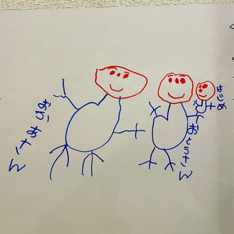 今夏生まれる弟を描いた跡(画像提供:@kokodeasondetanoka)