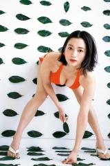 『週刊ヤングジャンプ』17号に登場した出口亜梨沙(C)桑島智輝/集英社