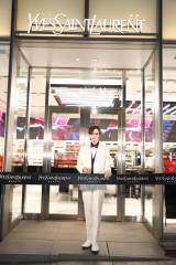『イヴ・サンローラン・ボーテ 表参道 フラッグシップ ブティック』のテープカットセレモニーにゲストとして参加したMatt