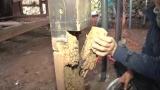 腐った柱を別の角材で根元に接ぎ木して補強(C)ABCテレビ