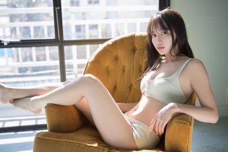 『smart×ゼロイチファミリア PHOTO & DVD BOOK』に登場した黒木ひかり(C)Keisuke Naito