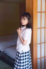 秋元真夏2ndソロ写真集『しあわせにしたい』通常版裏表紙