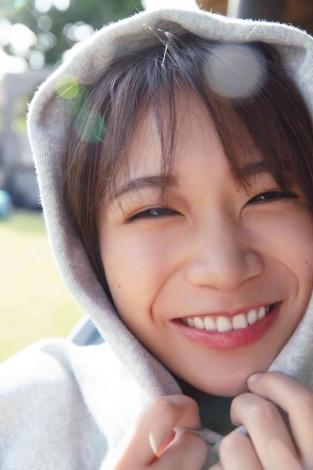 秋元真夏2ndソロ写真集『しあわせにしたい』HMV版裏表紙
