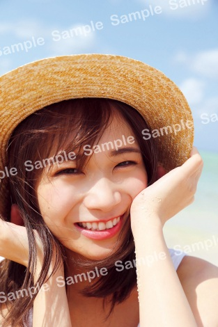 秋元真夏2ndソロ写真集『しあわせにしたい』紀伊國屋限定ポストカード