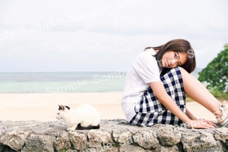 秋元真夏2ndソロ写真集『しあわせにしたい』くまざわ書店限定ポストカード