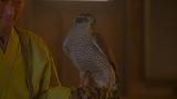 大河ドラマ『麒麟がくる』第12回「十兵衛の嫁」より。斎藤道三のもとに届いた土岐頼芸の鷹の爪に毒が!(C)NHK