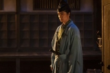 大河ドラマ『麒麟がくる』第12回「十兵衛の嫁」より。思案に暮れる光秀(長谷川博己)(C)NHK