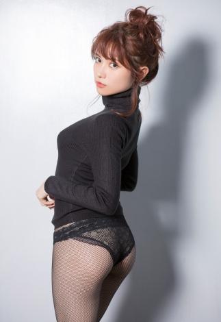『smart×ゼロイチファミリア PHOTO & DVD BOOK』に登場した桃月なしこ(C)Keisuke Naito
