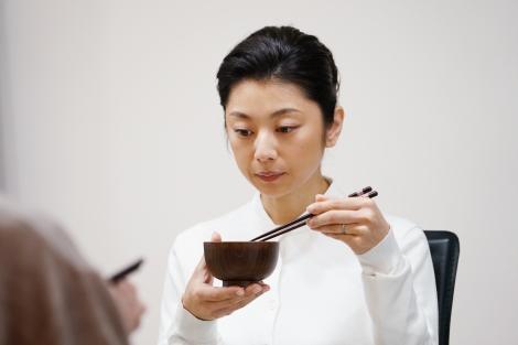 新日曜ドラマ『美食探偵 明智五郎』第一話に出演した小池栄子 (C)日本テレビ