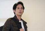 警視庁第二機動捜査隊の若手隊員・高丸卓也(平岡祐太)(C)テレビ東京