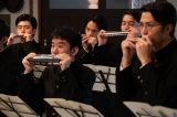 連続テレビ小説『エール』第3週「いばらの道」第11回より。当時大流行したハーモニカの倶楽部に入って、授業そっちのけで音楽に夢中の毎日を送っていた裕一(窪田正孝)(C)NHK