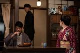 連続テレビ小説『エール』第3週「いばらの道」第11回より。長男でありながら家業のことを気にせず自分の好きなことばかりやる自由な裕一の姿勢に、弟の浩二(佐久本宝)は反発する(C)NHK