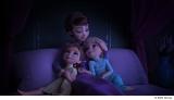 母親イドゥナ役の吉田羊の心地よい美しい歌声にも注目(C)2020 Disney