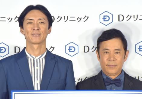 司会の濱口をイジり倒したナインティナイン(左から)矢部浩之、岡村隆史=頭髪治療専門クリニックのDクリニックの新CM発表会 (C)ORICON NewS inc.