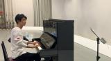 ピアノ演奏のレッスン風景を公開した古川雄大