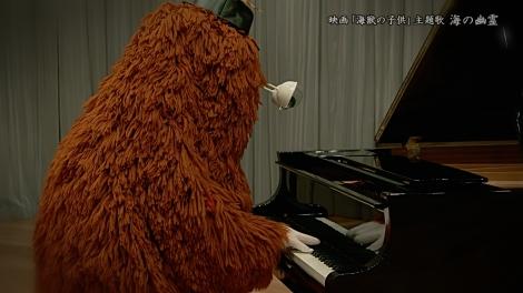 ピアノ演奏を披露したムック