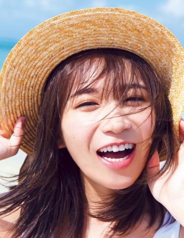 秋元真夏2ndソロ写真集『しあわせにしたい』セブンネット限定版表紙カット