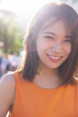 秋元真夏2ndソロ写真集『しあわせにしたい』楽天版裏表紙