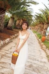 秋元真夏2ndソロ写真集『しあわせにしたい』SHIBUYA TSUTAYA限定ポストカード
