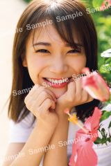 秋元真夏2ndソロ写真集『しあわせにしたい』封入特典ポストカード