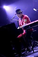 昨年12月25日に東京・中野サンプラザで行われたライブの模様 カメラマン:岩佐篤樹