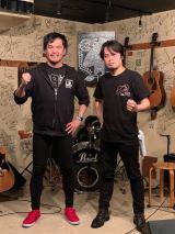 (左から)タマキング、聞間拓(写真は公式提供)
