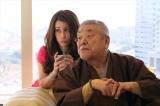 被害者の父で不動産王の太賀龍蔵役で中尾彬、彼の後妻・レナ役でダレノガレ明美がゲスト出演(C)テレビ朝日