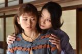 『美食探偵 明智五郎』第6話に出演する小芝風花、小池栄子(C)日本テレビ