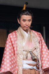 大河ドラマ初出演のユースケ・サンタマリア演じる朝倉義景が登場。『麒麟がくる』は、第18回(5月17日放送)より物語の主な舞台は美濃から越前へ(C)NHK