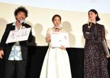 映画『ダンスウィズミー』の初日舞台あいさつに登壇した(左から)ムロツヨシ、chay、三吉彩花 (C)ORICON NewS inc.