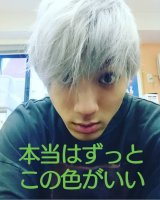 銀髪の写真を公開した山田裕貴