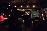 新レーベル『GEAEG RECORDS』設立記念コンベンションでセッションした(左から)川村結花、Dr.kyOn、佐橋佳幸