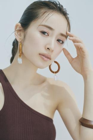 サムネイル 『With』7月号の表紙に登場する泉里香