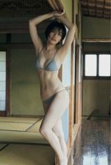 『FLASH』5月19日発売号で表紙を飾る佐藤美希 (C)光文社/週刊FLASH 写真:三瓶康友
