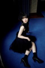 宮本佳林の最新写真集『RIN』より(C)ワニブックス