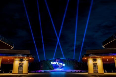 医療従事者のみなさんに感謝の意を込めてブルーライトアップするユニバーサル・スタジオ・ジャパン(C)Universal Studios. All rights reserved.