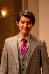 NHK連続テレビ小説『エール』レコード会社のオーディションに参加する新人歌手役で、2018年の「ジュノン・スーパーボーイ・コンテスト」で受賞歴のある坪根悠仁が俳優デビュー