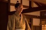 大河ドラマ『麒麟がくる』第19回「信長を暗殺せよ」より。「弟を殺したあとなのに、母上の姿を見て、やっと自分のところに来てくれたとちょっと喜んで」しまった信長(染谷将太)(C)NHK