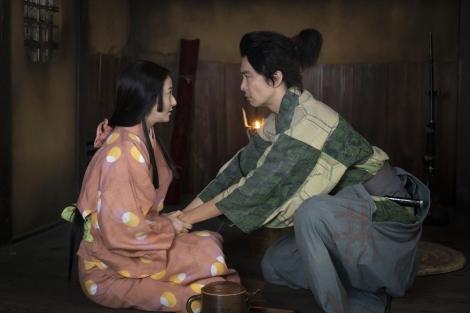 大河ドラマ『麒麟がくる』第19回「信長を暗殺せよ」より。「ややこできた」と報告する熙子(木村文乃)(C)NHK