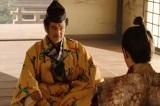 大河ドラマ『麒麟がくる』第19回「信長を暗殺せよ」より。松永久秀(吉田鋼太郎)が斎藤義龍(伊藤英明)に釘を刺す(C)NHK