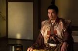 大河ドラマ『麒麟がくる』第19回「信長を暗殺せよ」より。光秀に「遅かれ早かれ信長は我が手で討つ」と宣言する斎藤義龍(伊藤英明)(C)NHK